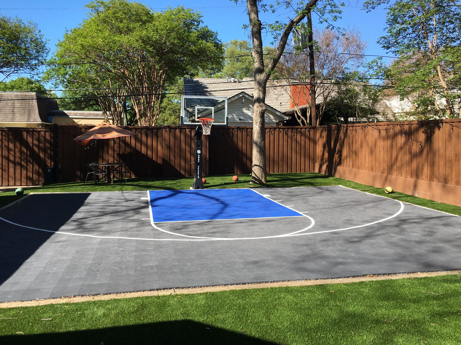 50x30 Gray and blue basketball court