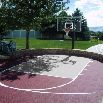 Basketball court with curved edge in burgundy and gray